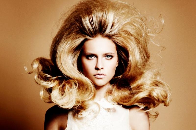 Как в домашних условиях сделать объем на длинных волосах