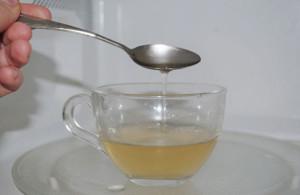 Омолаживающая маска на основе желатина, лимонного сока и меда