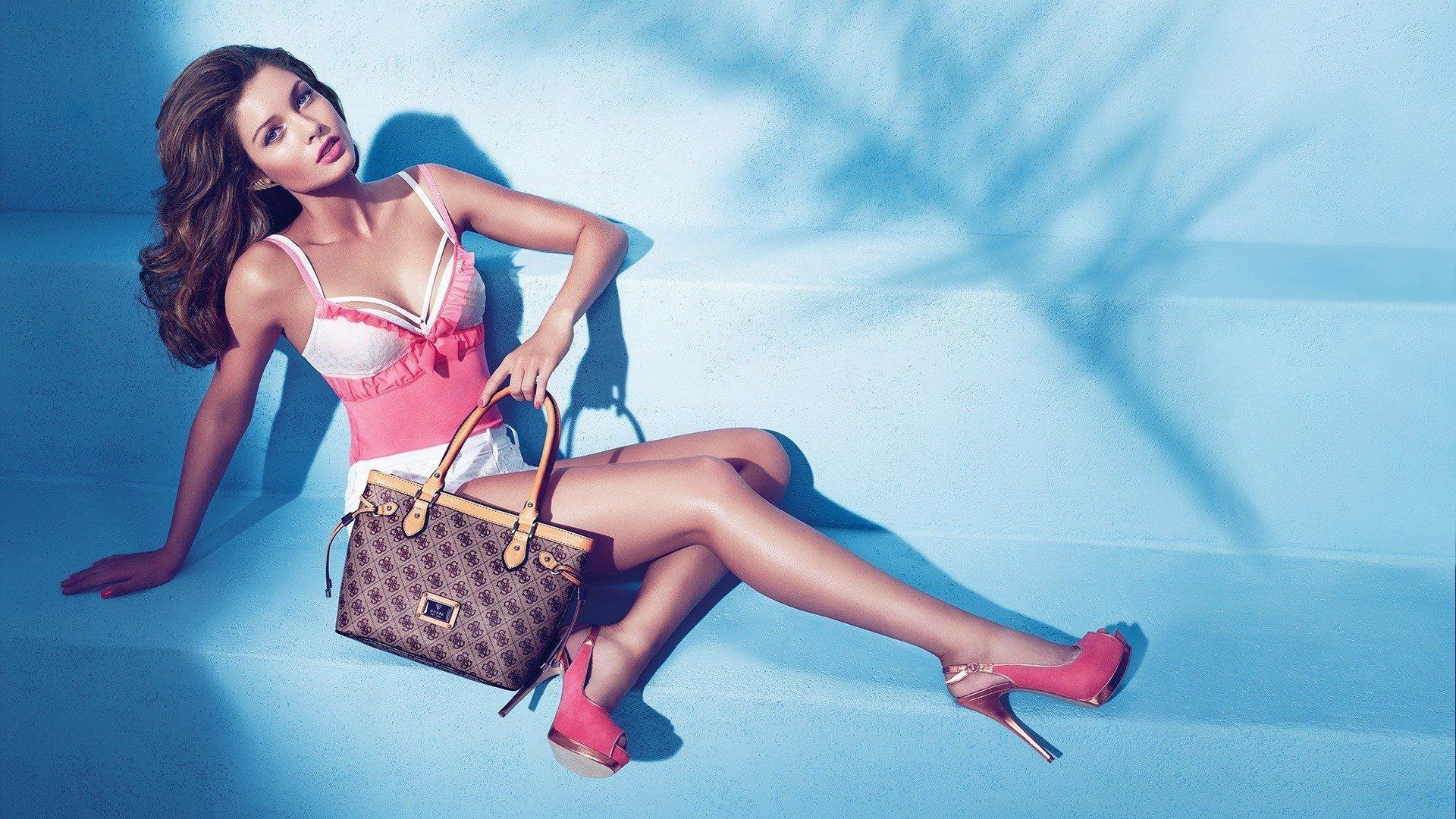 Какие сумки и аксессуары лучше подходят девушкам?