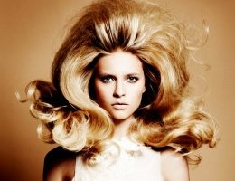 Миниатюра к статье Как придать волосам объем у корней в домашних условиях