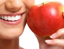 Миниатюра к статье Как отбелить зубы в домашних условиях без вреда эмали